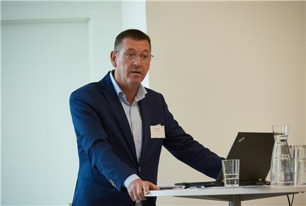 Green Networks bestyrelsesformand Peter skou byder velkommen ved Green Networks 20 års jubilæum