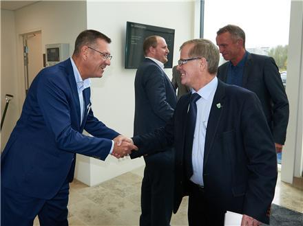 Green Networks Bestyrelsesformand Peter Skou hilser på Vejle Kommunes Borgmester Arne Sigtenbjerggaard